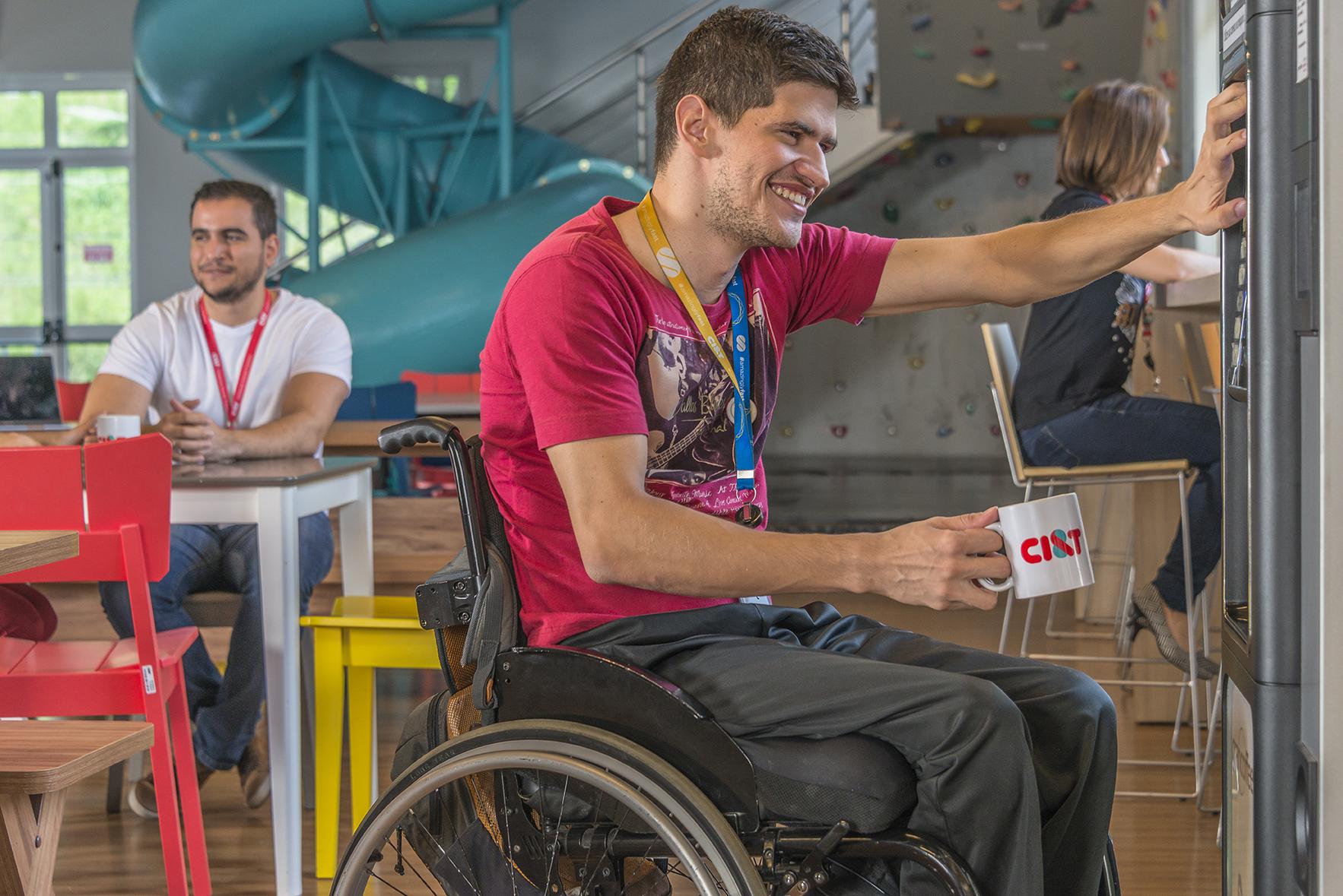 CI&T employee on a wheel chair having a coffee